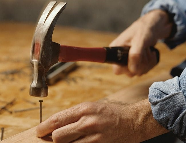 How To Use A Claw Hammer The Right Way