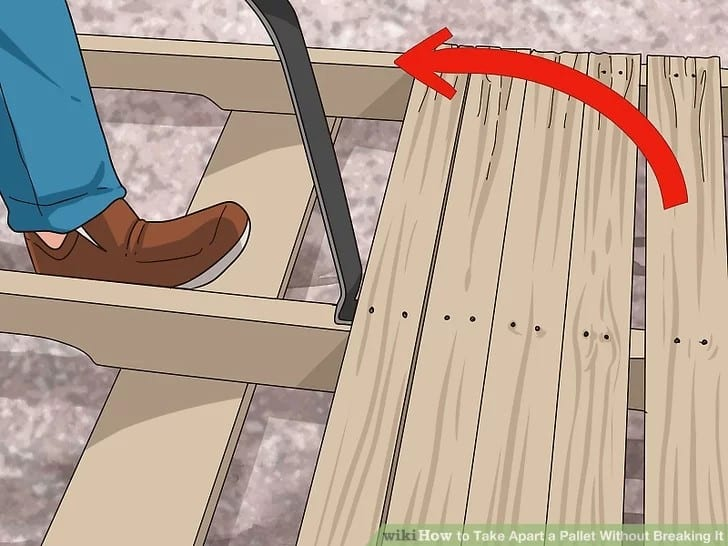 Taking Apart A Wood Pallet Using A Pry Bar Step 2 1