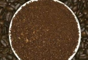 Using Coffee Grounds Kitty Litter Or Baking Soda 1