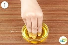 Pour A Small Amount Of Oil In A Small Tray