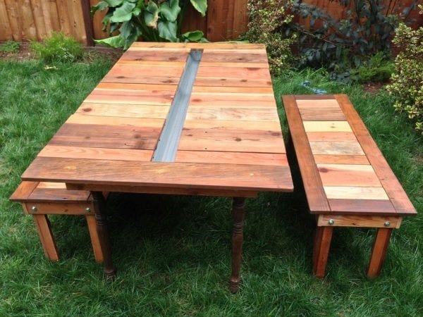 Picnic Table Design With A Planter In The Middle