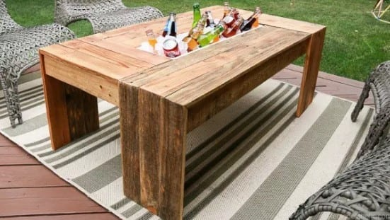 Rustic Pallet Coffee Table By Remodelaholic