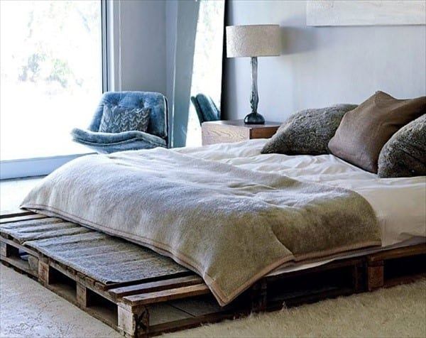 Fluffy Design With Wood Pallet Bed