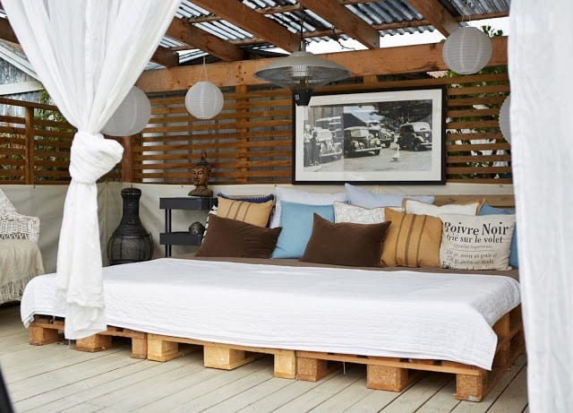 Outdoor Day Bed Design With Wooden Pallets