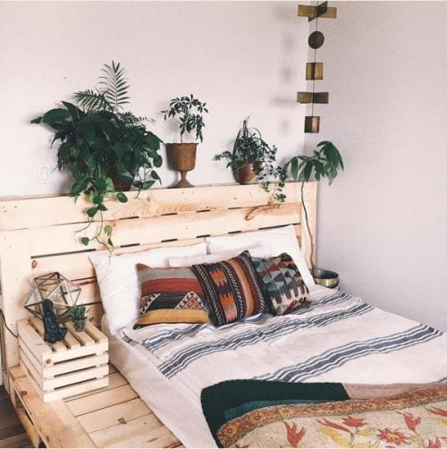 Pallet Bed With Natural Hues