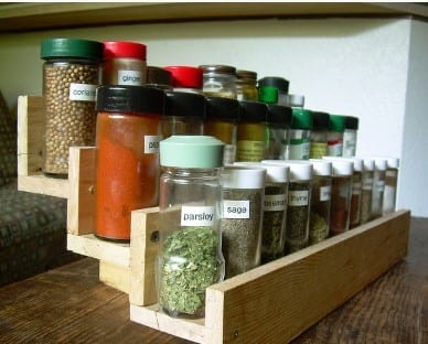 Spice Rack Made From Striped Pallet Wood