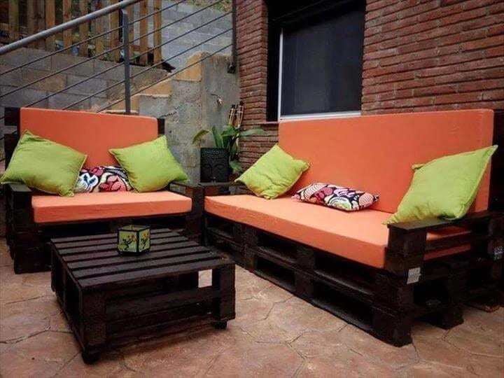 Stained Pallet Sofa With Cushion