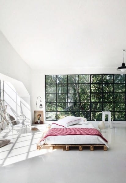 The Perfect Bed Frame Design For An Airy Large Modern Bedroom