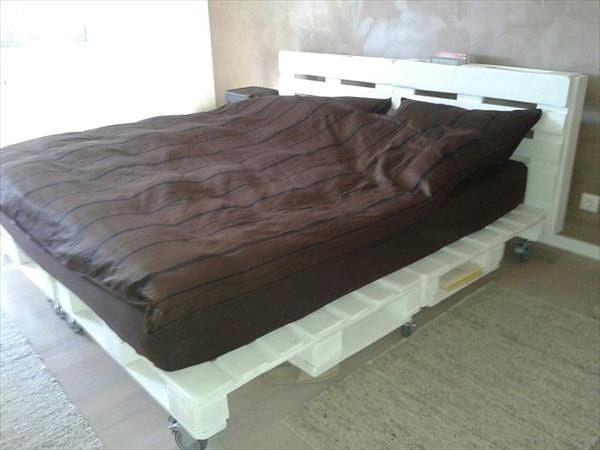 Wooden Pallet Bed On Wheels